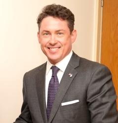Foto del Embajador Noah Mamet