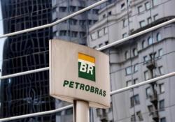 El logo de la estatal brasileña Petrobras en su casa matriz en Sao Paulo