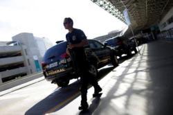 Agente da Polícia Federal visto durante operação no Rio de Janeiro