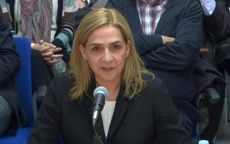 En la imagen de archivo, la infanta Cristina testifica ante el tribunal en una imagen fija de un vídeo tomado en Palma de Mallorca.